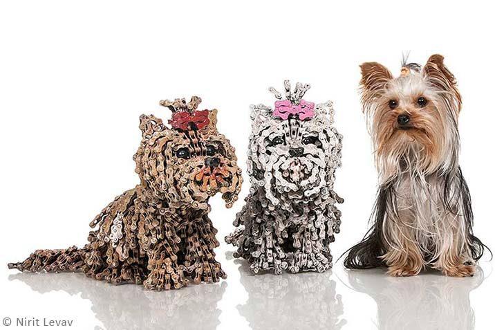 Hundeskulpturen aus Metall
