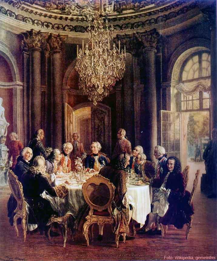 """""""Die Tafelrunde in Sanssouci"""" von Adolph Menzel. Im Vordergrund sieht man ein Windspiel des Preußenkönigs."""